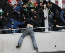 fans-brawl-soccer-match-france